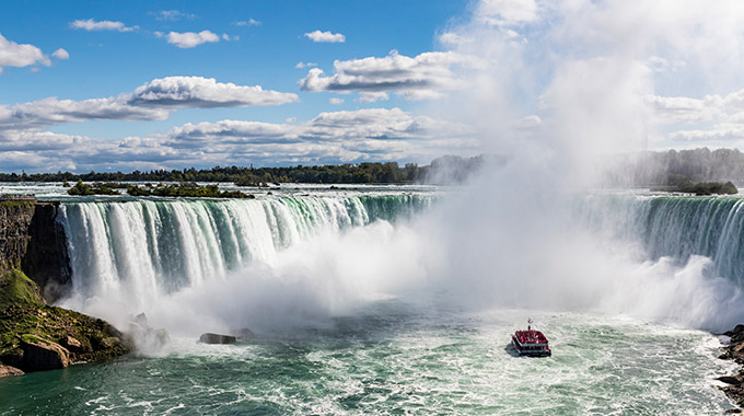 Niagara Falls with a sightseeing boat