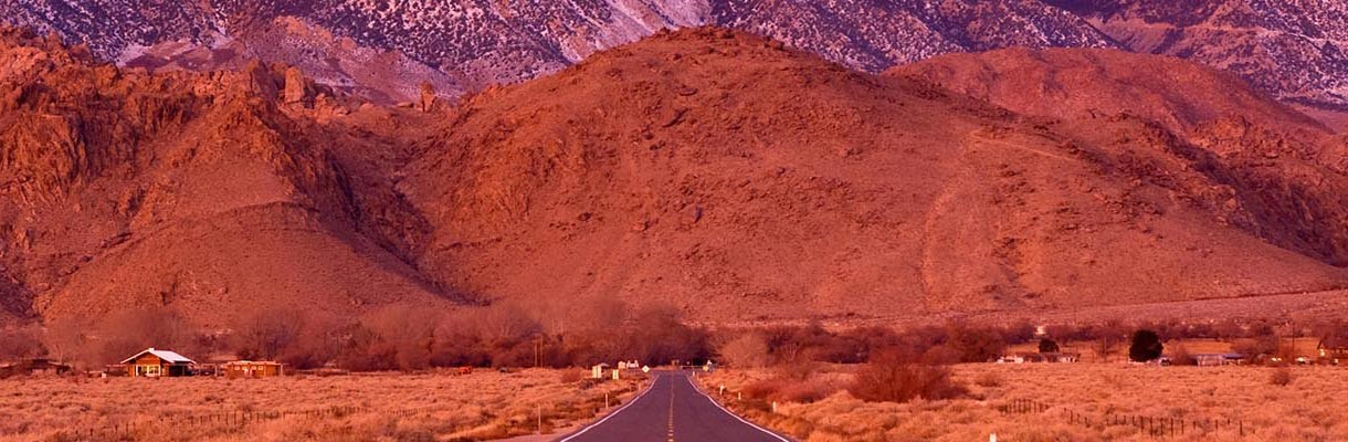 Alpenglow in the Eastern Sierra near Lone Pine, California. | Witold Skrypczak / Alamy Stock Photo
