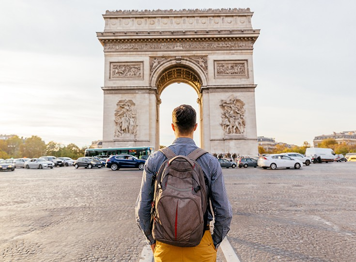 Man looking at arc de triomphe